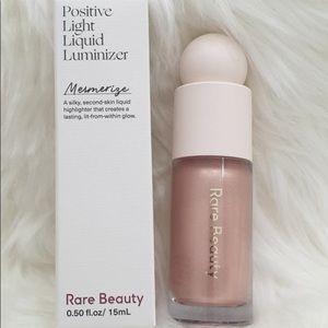 Rare Beauty Highlighter shade Mesmerize